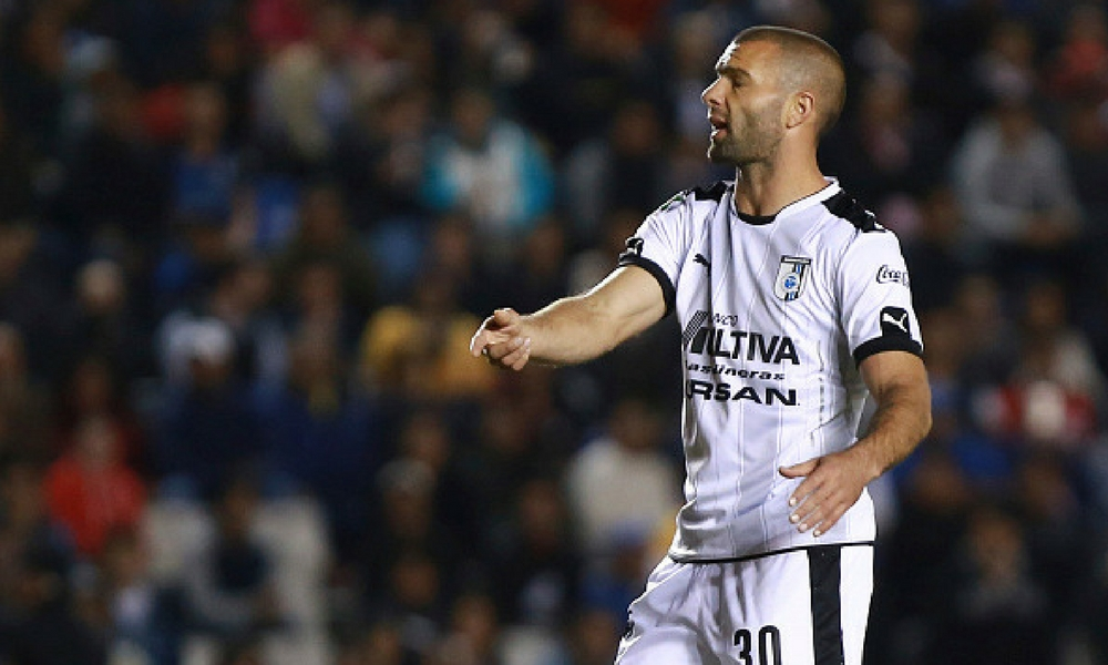 Emanuel Villa anunció su retiro del futbol