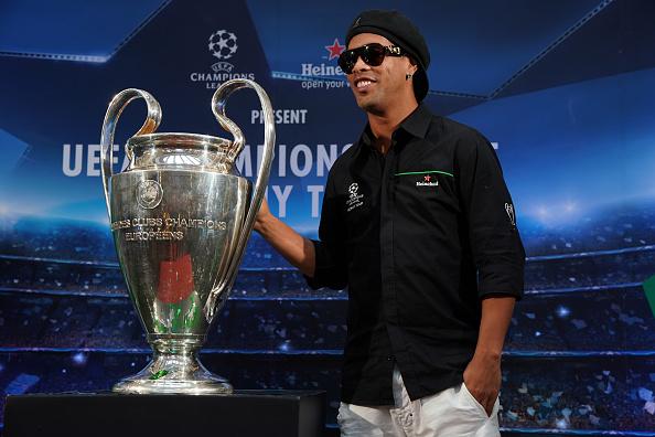 Ronaldinho se casará con dos mujeres en el verano