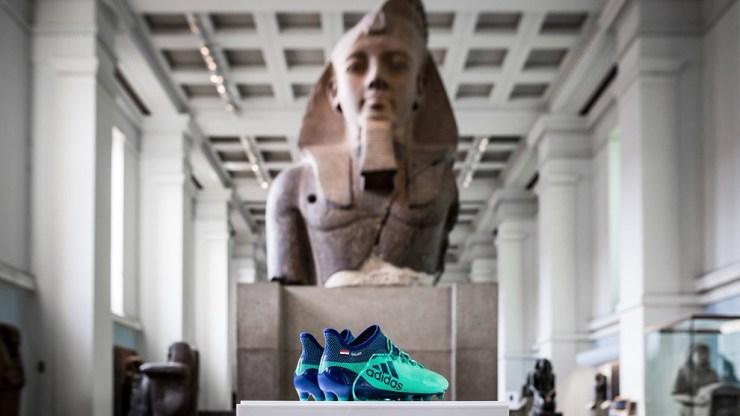 Los botines de Salah están entre faraones en el Museo Británico