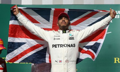 Hamilton renovó contrato con Mercedes
