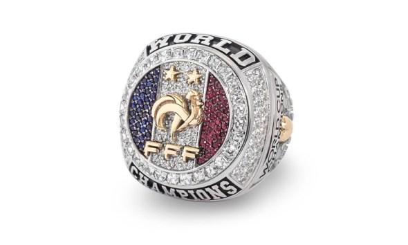 Pogba y Griezmann regalaron anillos