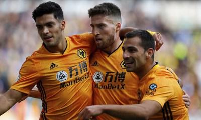Wolves renovaron a uno de sus defensas