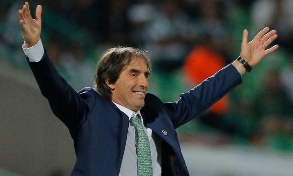 Guillermo Almada entrenador de Chivas