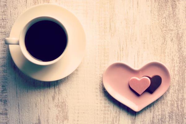 コーヒーとハートチョコ