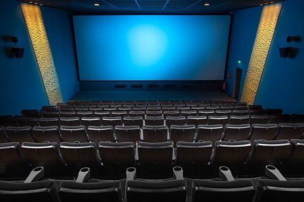 映画館スクリーンの画像