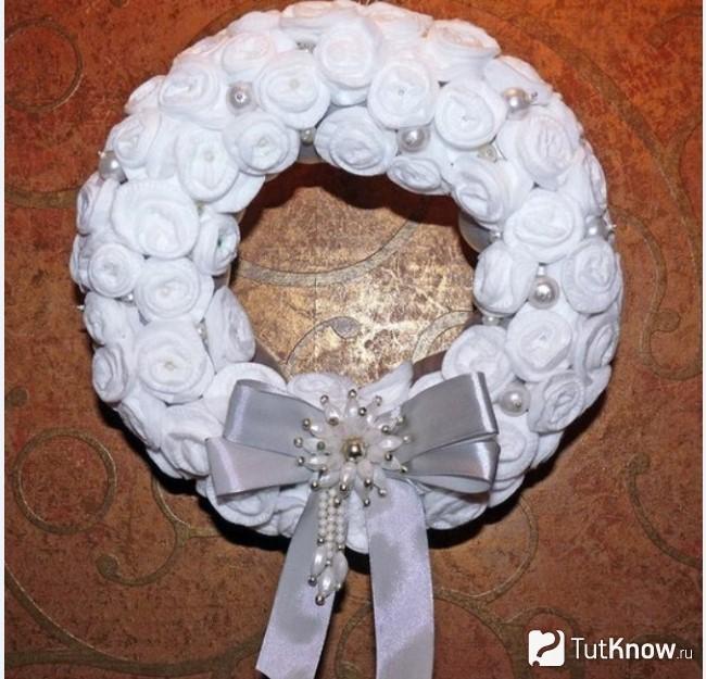 Vòng hoa với ruy băng