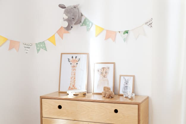 Cômoda infantil decorada