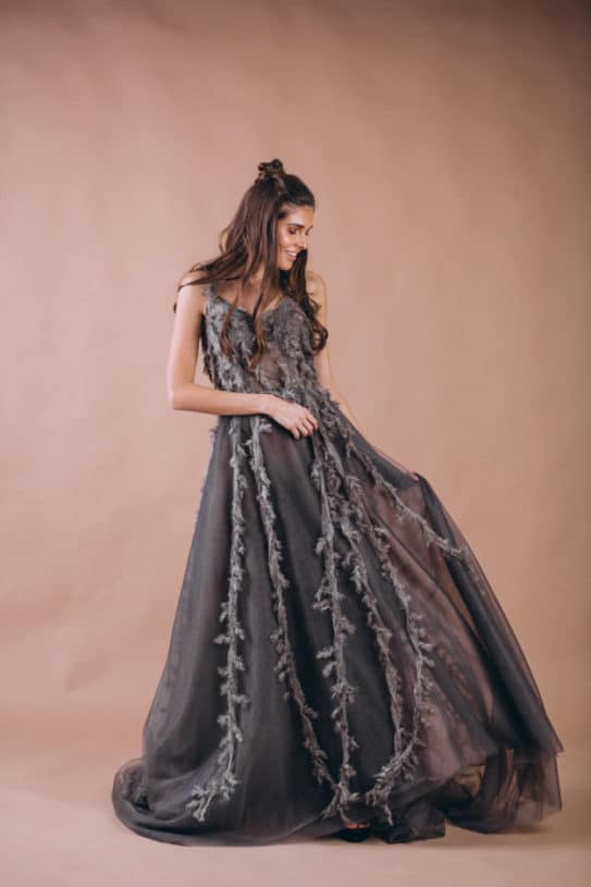 Noiva com vestido cinza