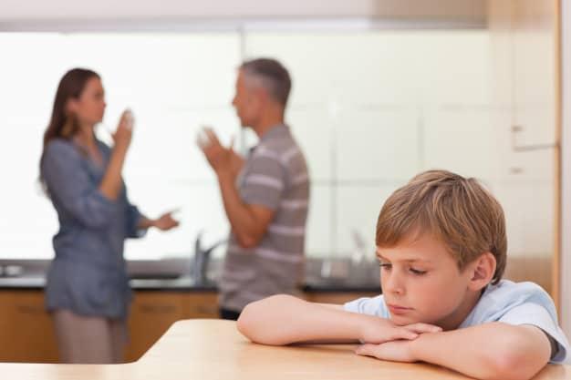 Pais discutindo