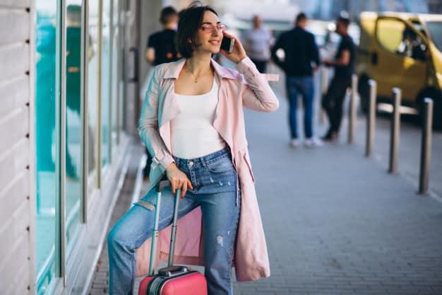 mulher com mala