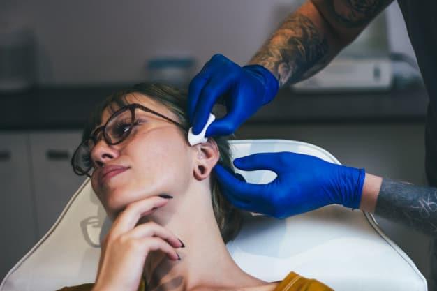 Piercing no Tragus da Orelha 2