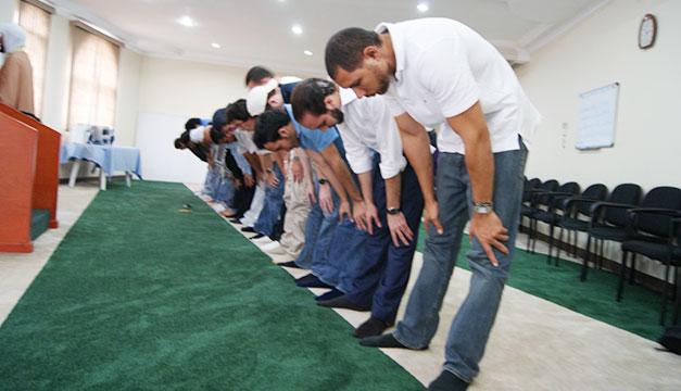 Nayib-Bukele-en-mezquita
