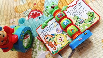 Puppy Crawl Along dan Storybook Rhymes (6-36 bulan)