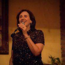 Nadia Smelser singing jazz