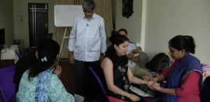 Mahesh Krishnamurthy Teaching Nadi Pariksha Pulse Diagnosis