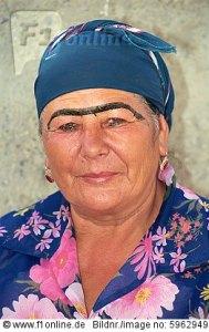 DAS sind usbekische Augenbrauen