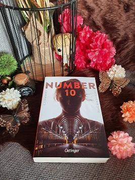 """""""Number 10 - Traue nur dir selbst"""" von C. J. Daugherty"""