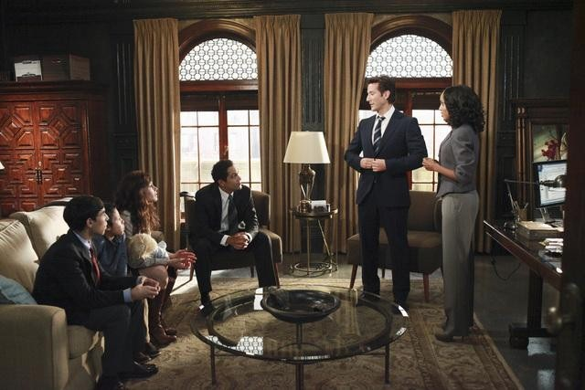 2ec0f-henry-ian-cusick-kerry-washington-and-valerie-cruz-in-scandal-episode-1-04-enemy-of-the-state