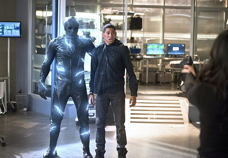 568e3-the-flash-season-2-episode-18-versus-zoom-updated-with-new-photos-926157