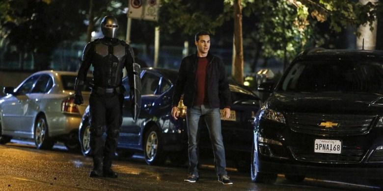 84e5e-supergirl-changing-guardian-mon-el