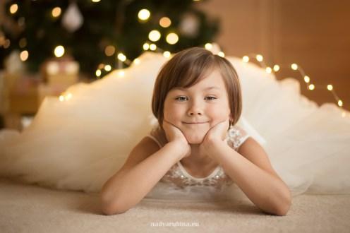 ziemassvetki-meitene-portrets-studija