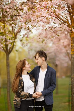 couple-sakura-riga-photosession