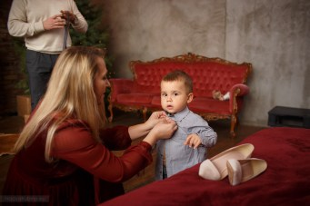фотосессия малыш собирается на праздник