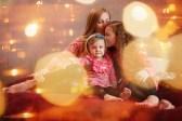 Мама и дочки в новогодних огоньках, фотосессия