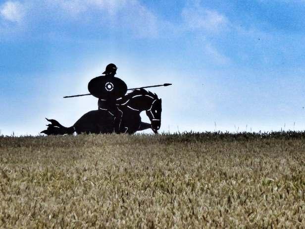 Figur eines römischen Reiters aus Baustahl beim Kastell Celeusum (Pförring) am Rätischen Limes. Solche Statuen stehen auch bei Burgsalach und Weißenburg.