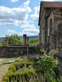 """Eine römische Villa städtischen Typs, eine """"Villa Urbana"""" aus dem 2. Jahrhundert n. Chr. inmitten der Weinberge bei Longuich an der Mosel."""