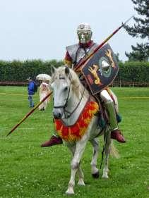 Man geht davon aus, das solche Gesichtshelme römischer Reitersoldaten nicht im Kampf, sondern bei Paraden und Turnieren getragen wurden.