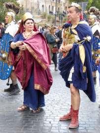 Kaiser und Gattin mit Leibgarde