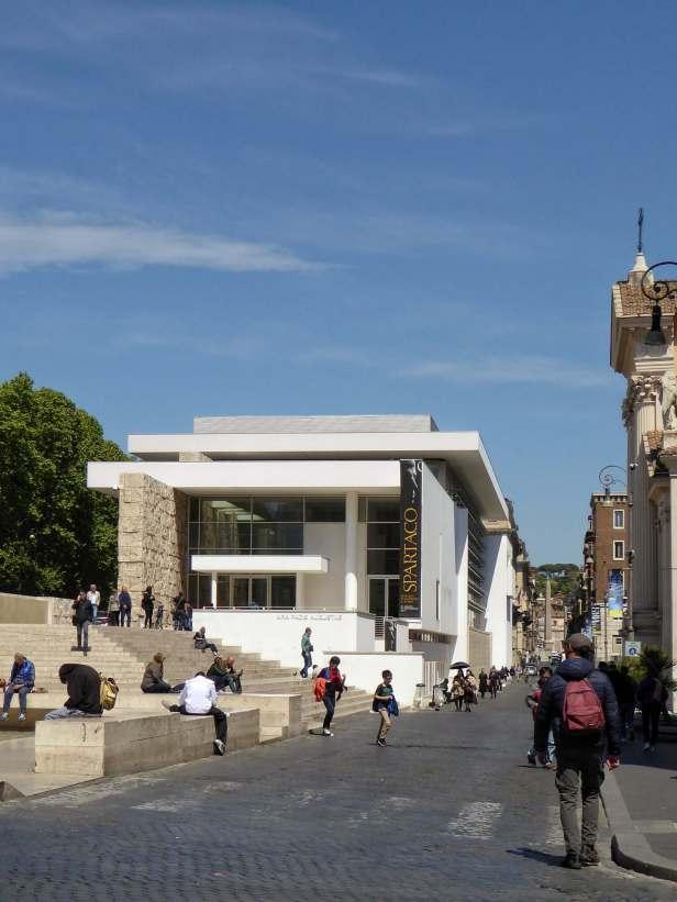 Im Frühjahr 2006 eröffnete das Museo dell' Ara Pacis in Rom. Der Neubau ersetze den alten Pavillon aus den 1930er Jahren.