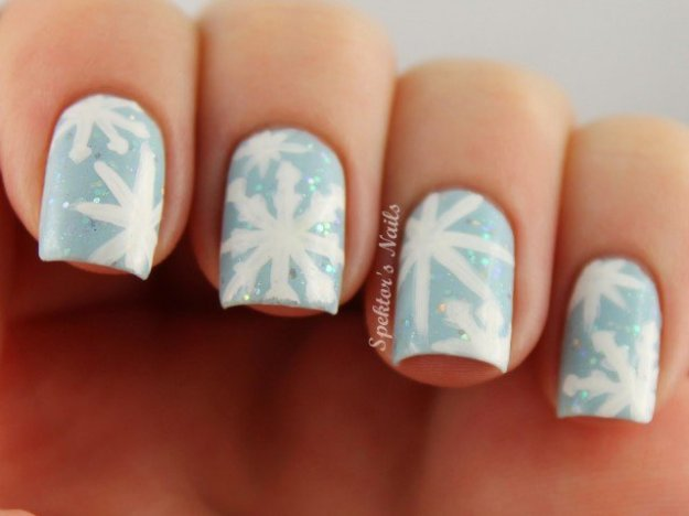 Christmas_Snowflake_Nails_Blue_C-640x479