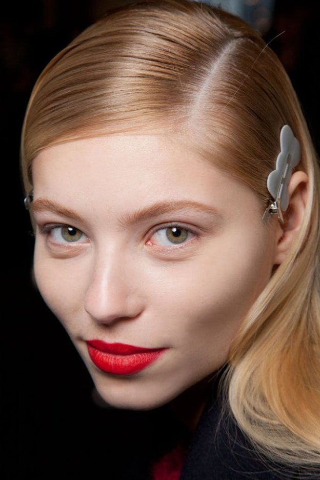 25-glamorous-makeup-ideas-with-red-lipstick-19