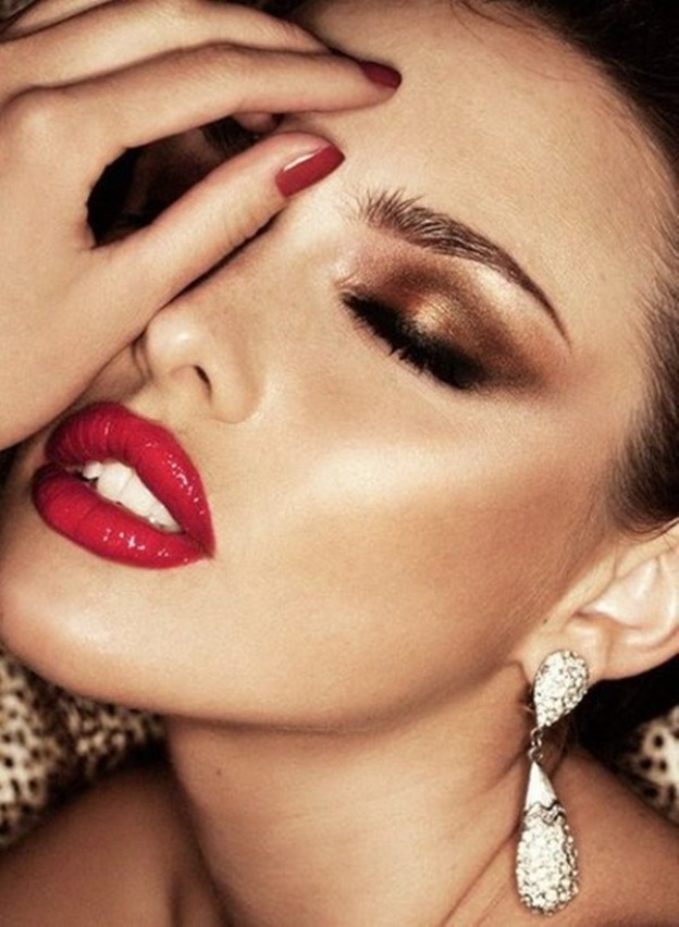 25-glamorous-makeup-ideas-with-red-lipstick-4