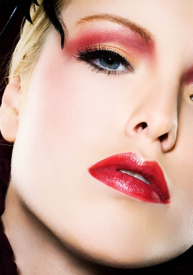 25-glamorous-makeup-ideas-with-red-lipstick-8