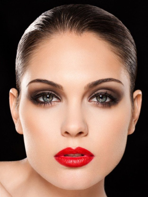 25-glamorous-makeup-ideas-with-red-lipstick-9-620x825