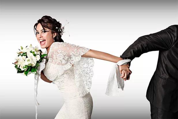 пугает свадьбой