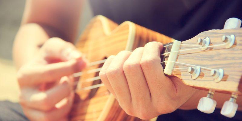 ukulele öğreniyorum