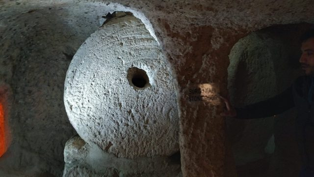 kaymaklı yeraltı şehri taş sürgü