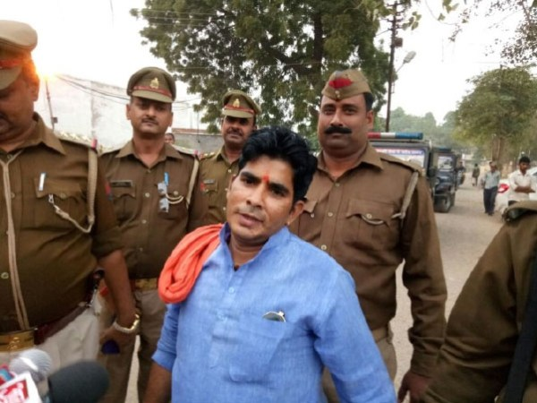 VHP leader Pravin Togadia's associate offers Rs 2 lakh reward for thrashing Salman Khan