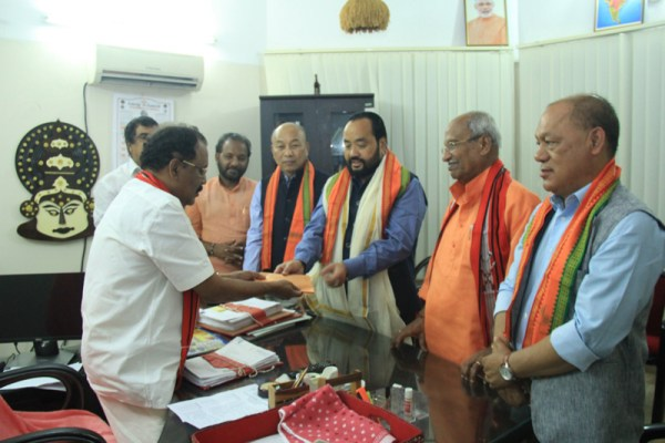 Y Patton reaches Kerala, gives financial assistance for flood relief