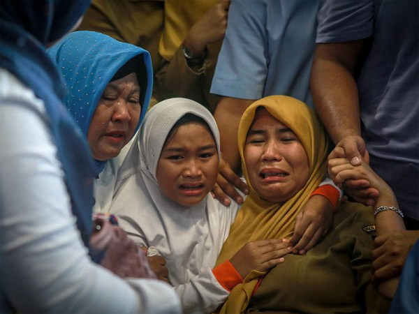 "All 189 aboard crashed  Indonesia jet ""likely"" dead"