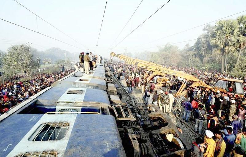 7 killed as Seemanchal Express derails in Bihar