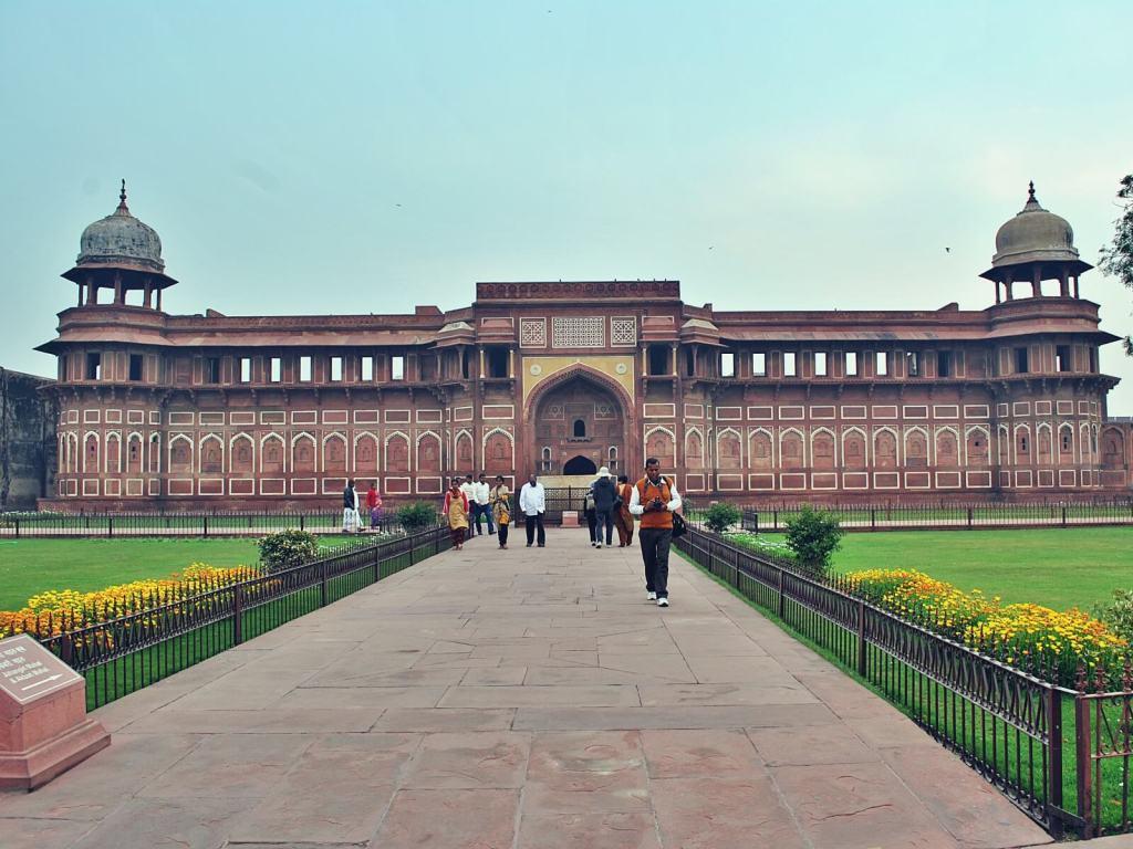 Pałac Dżahangira, jeden z pałaców w forcie w Agrze.
