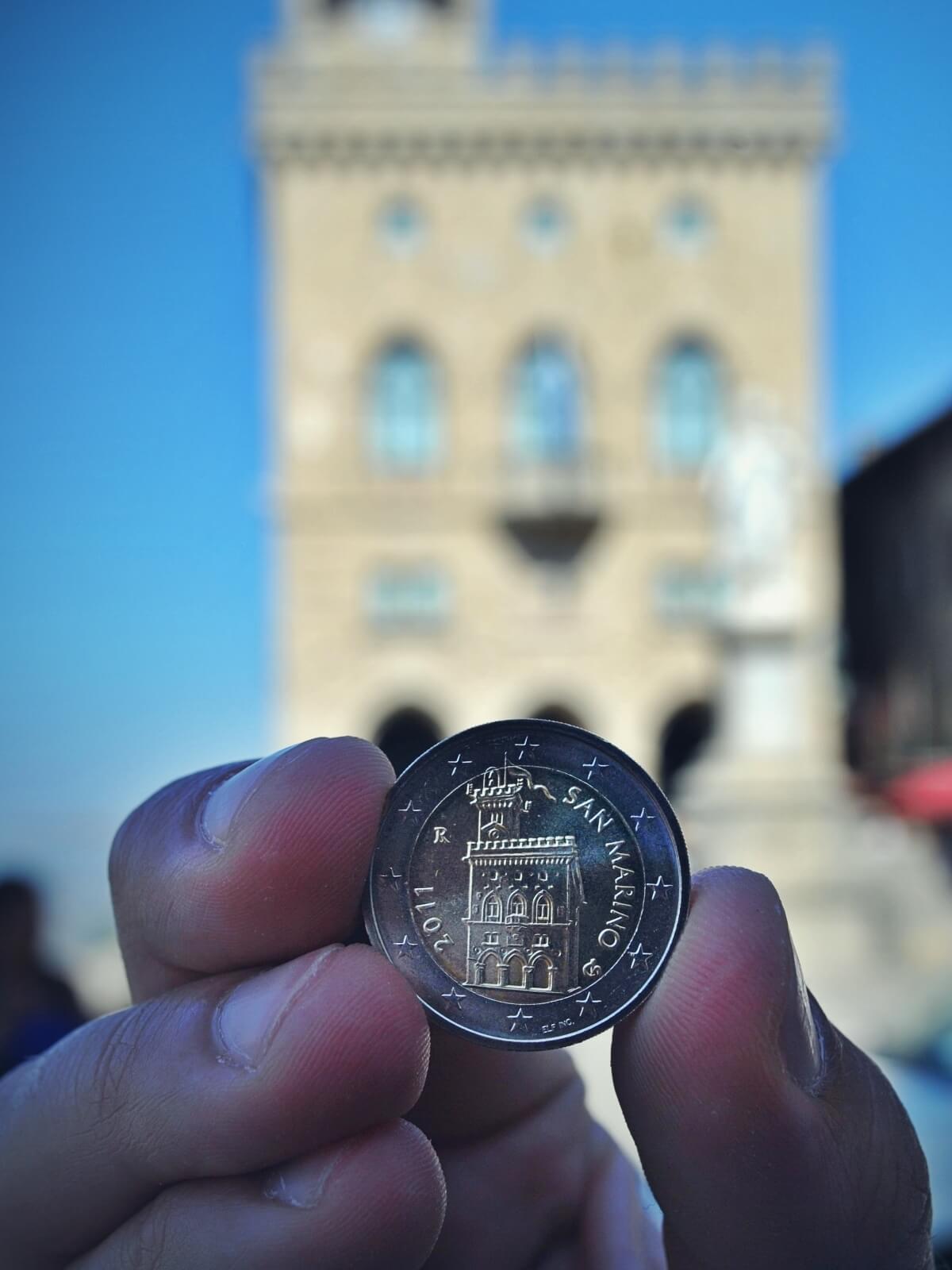 Moneta o nominale 2 euro z San Marino.