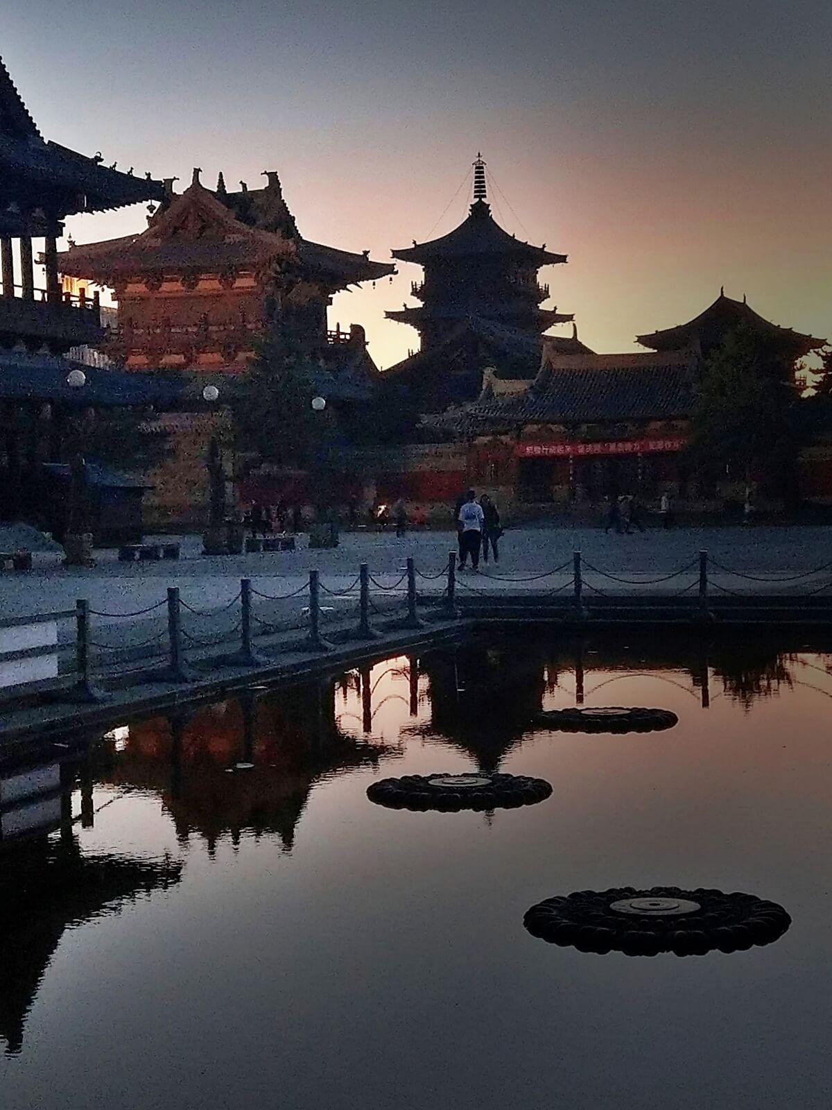 Zachód słońca w Datongu, w Chinach.