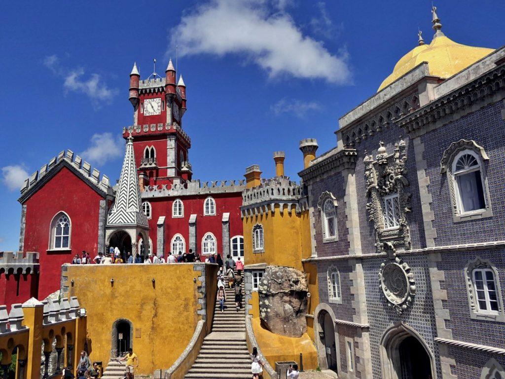 Kolorowy pałac Pena w Sintrze.