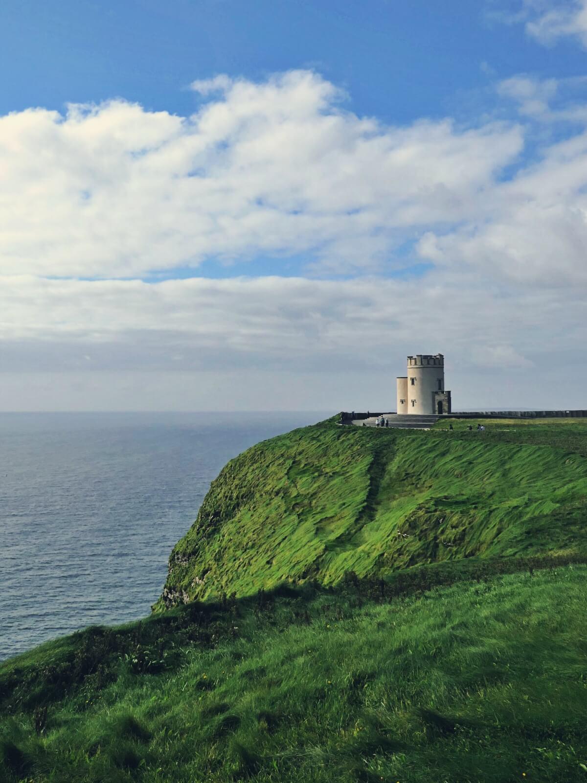 Wieża O'Brien'a na klifach Mocheru.